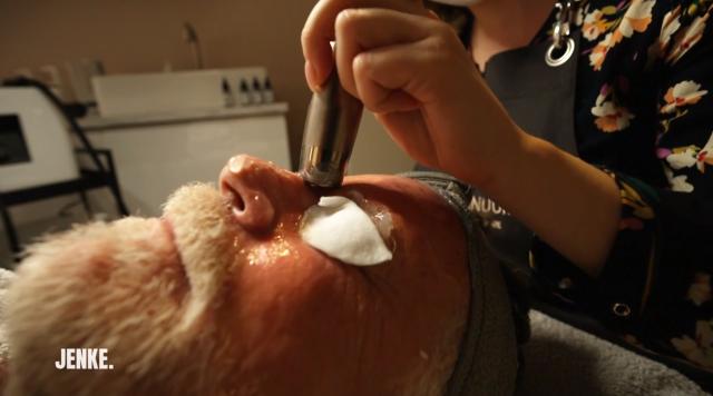 Das Schönheits-Experiment. Wirkstoffe werden mit Ultraschall in die Haut eingeschleust.