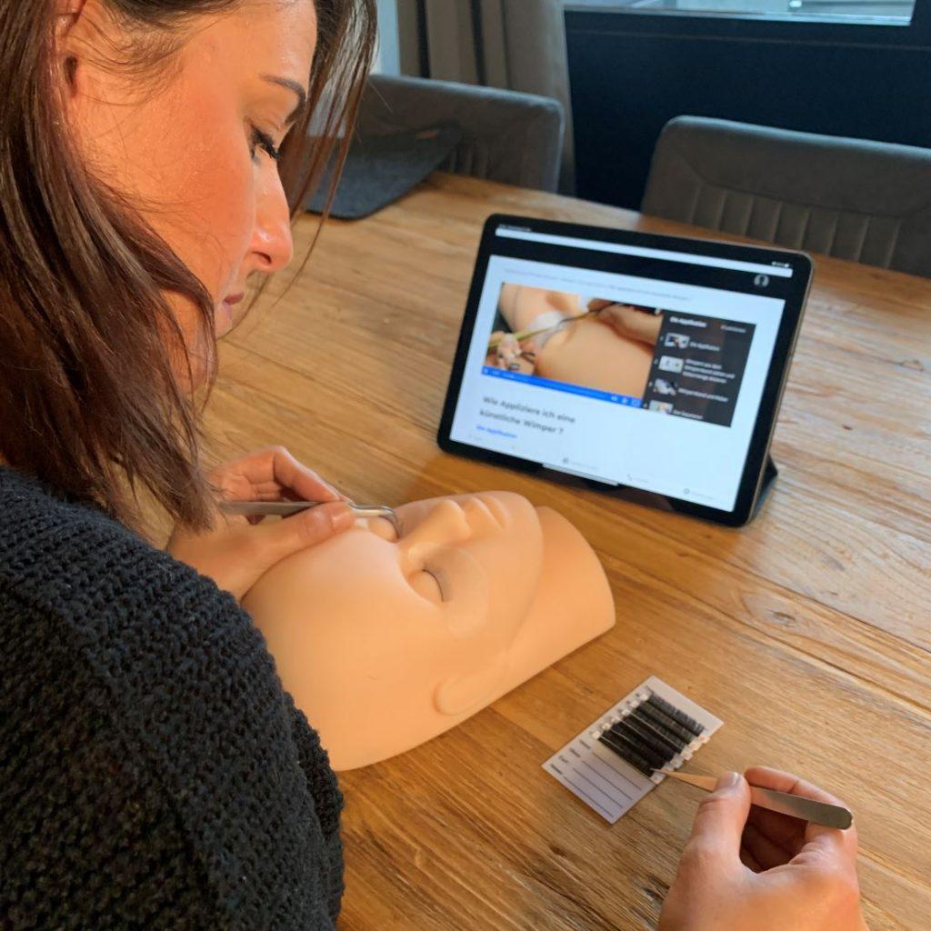 Online Schulung,  praktische Übungen Wimpernverlängerung