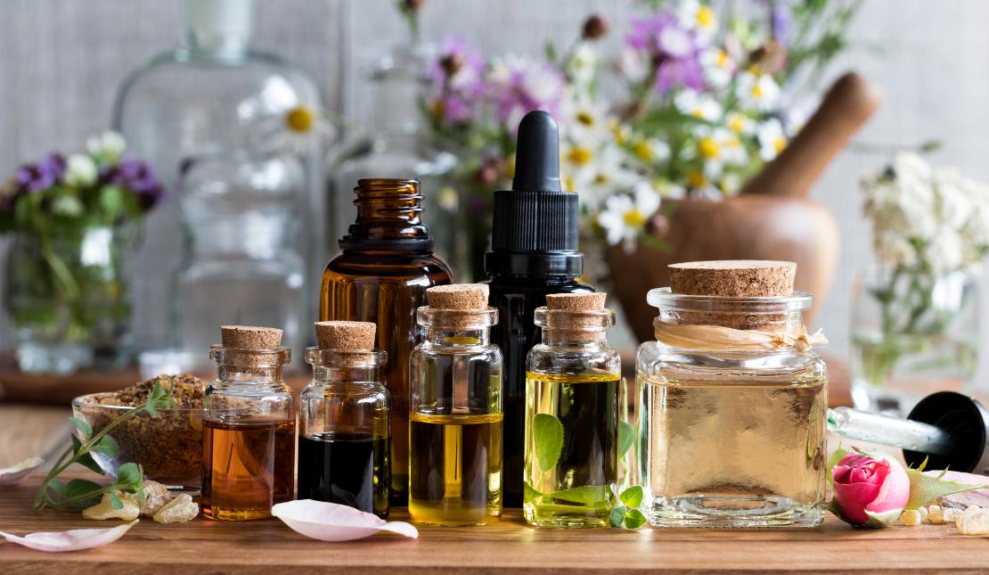 Ätherische Öle vor Anwendung mit Trägerölen mischen.